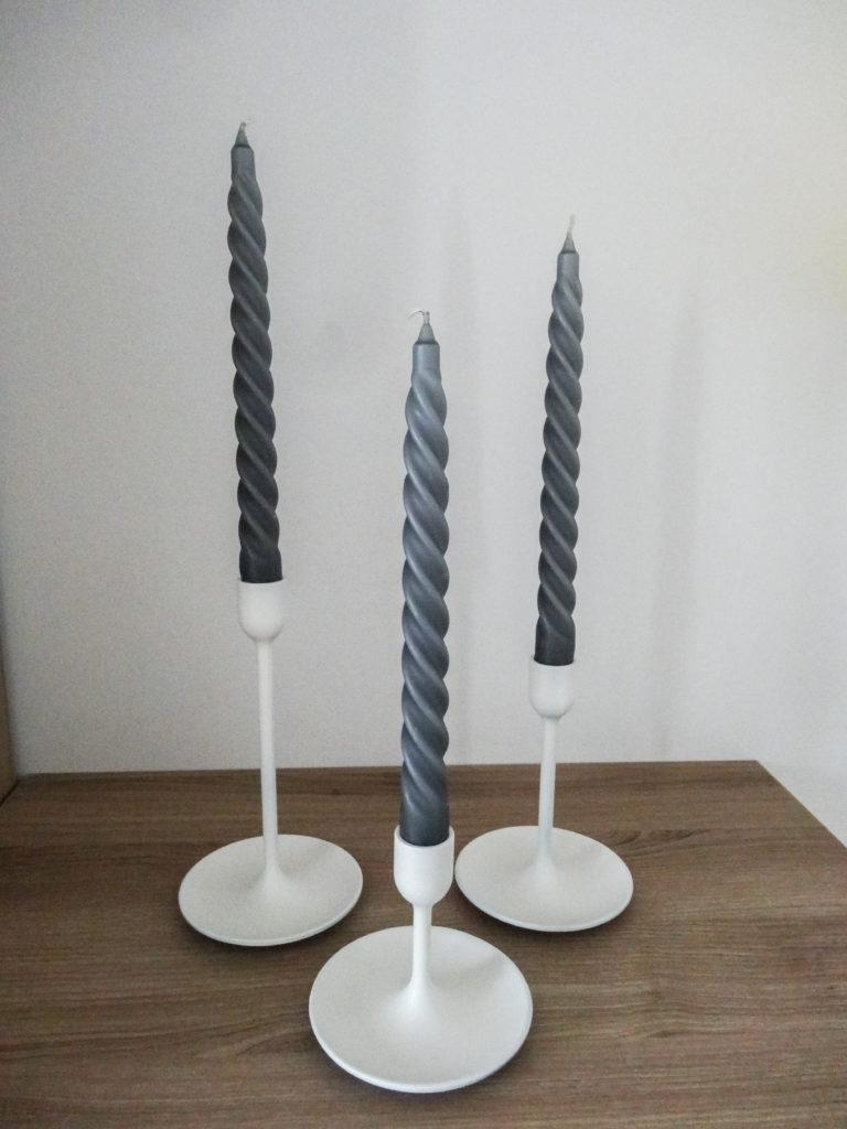 Chandeliers blancs et bougies torsadées - Ma déco aux petits oignons