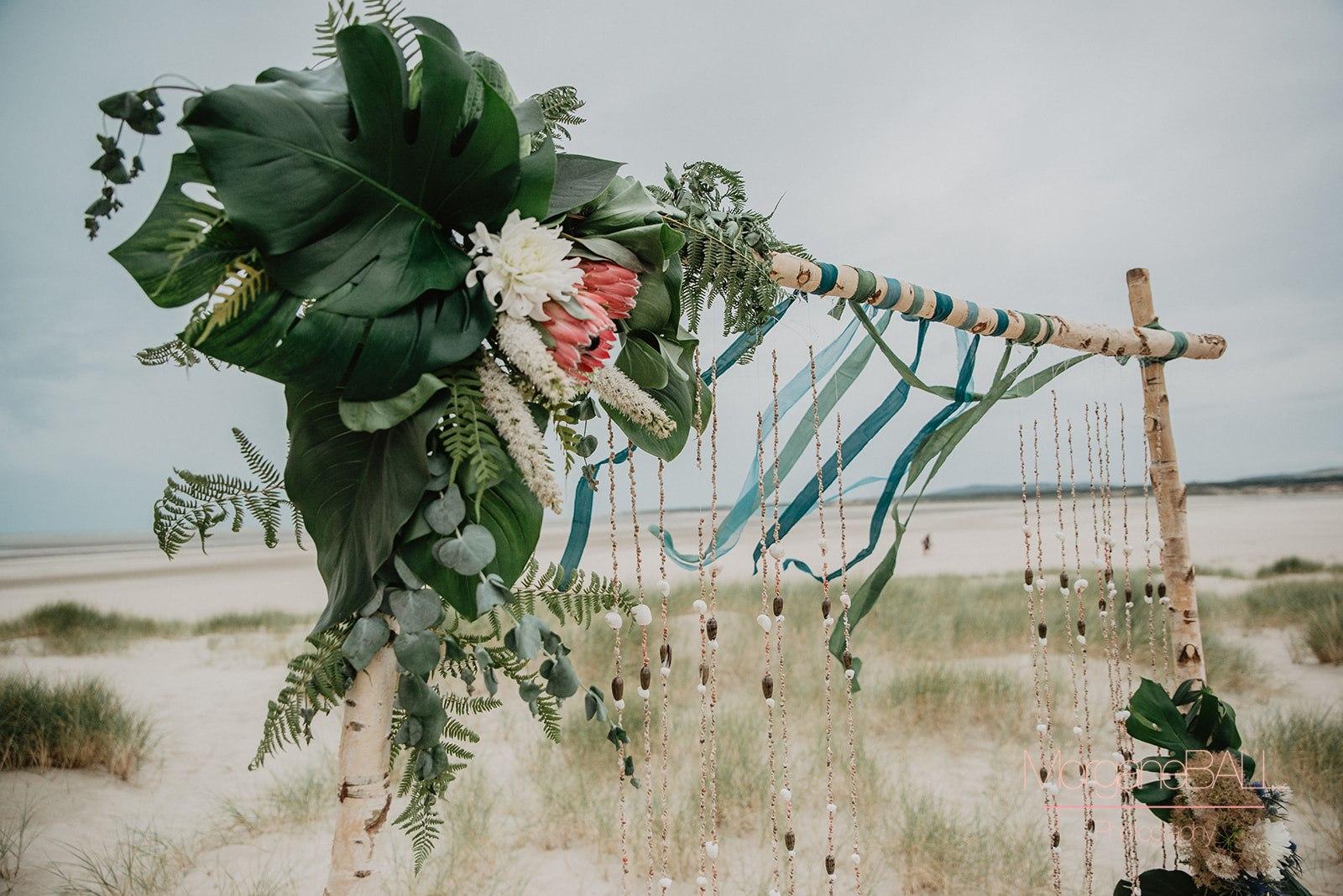 Ma déco aux petits oignons - Shooting d'inspiration tropical - arche et rubans